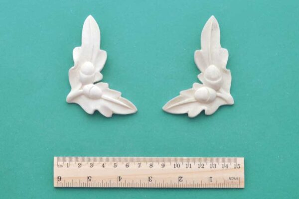 Acorn Corner Mouldings Pair