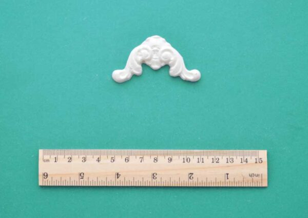 Small Shell Scroll Corner Resin Moulding