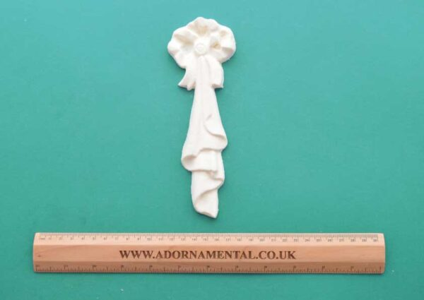 Large Bow Drop Moulding