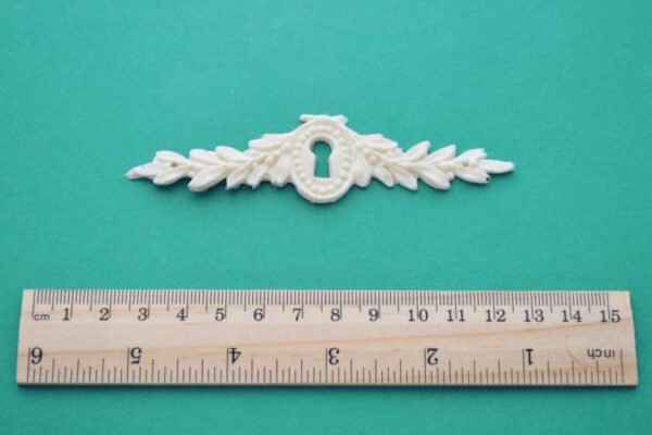 Laurel Leaf Escutcheon Moulding