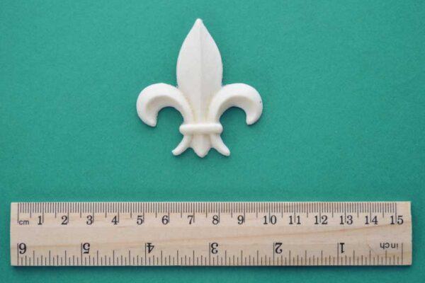 Small Medieval Fleur-de-Lys Moulding