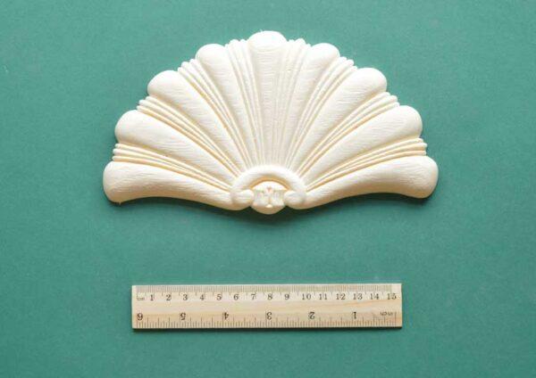 Large Fan Shell Moulding