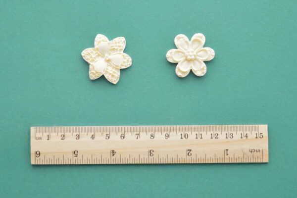 2 Small Flower Mouldings