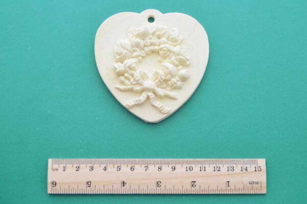 Hanging Wreath Heart Plaque
