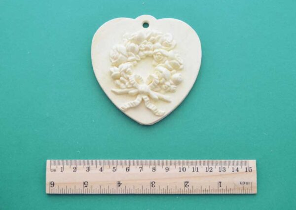 Hanging Wreath Heart Plaque