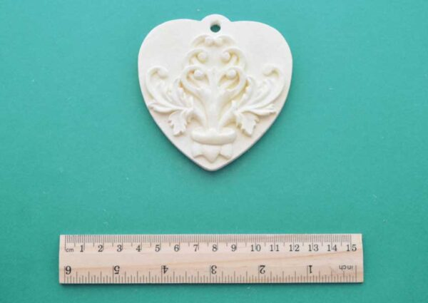 Hanging Scroll Heart Plaque