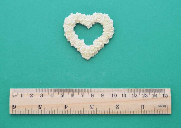 Rose Heart Wreath Moulding
