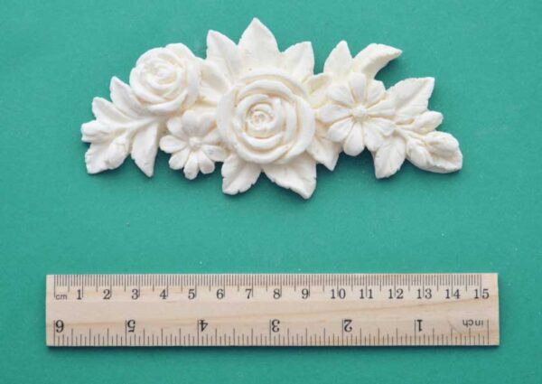 Curved Floral Cluster Moulding