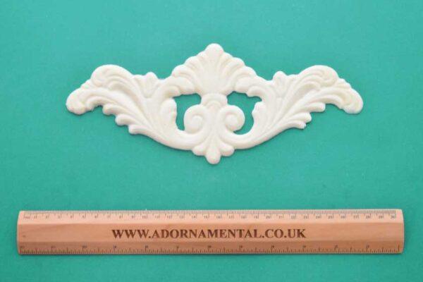 Large Plumed Centrepiece Moulding