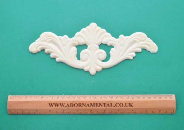 Large Plumed Centrepiece Moulding