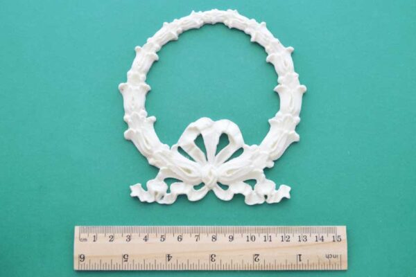 Bluebell Ribbon Wreath Moulding