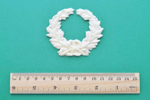Small Laurel Wreath Moulding