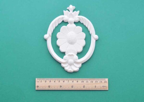 Daisy Oval Pediment Moulding