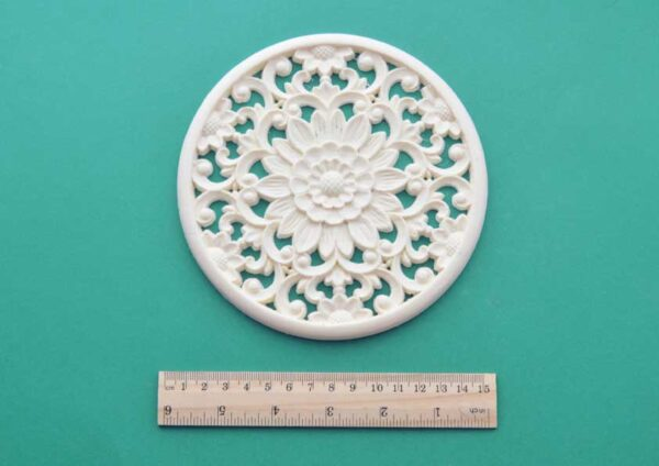 Large Oriental Round Moulding