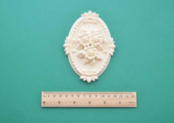 Framed Floral Oval Moulding